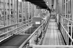 conveyor-belt-moving-product